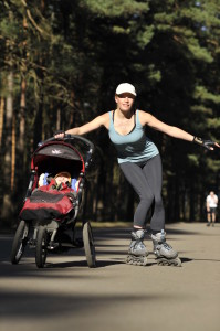 Slalom rollerblading exercises with a stroller by walkingmama