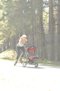 Rollerblading_with a stroller_walkingmama