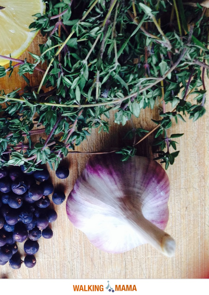 Thyme, garlic and juniper berries
