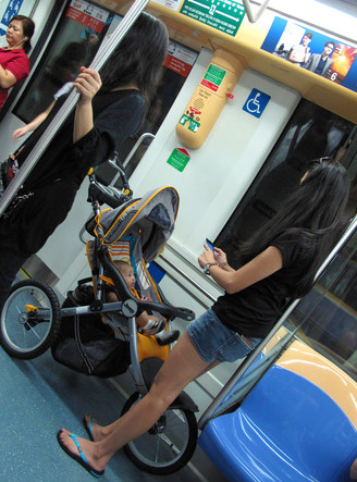 Jeep-Overland-Limited-Jogging stroller in public transport