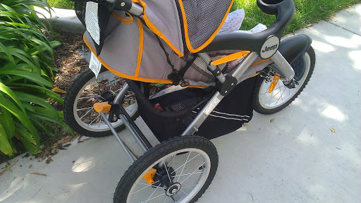 Jeep-Overland-Stroller-underneath- basket