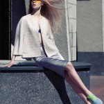 Sporty and Classy: flat shoes lend the entire look some sophisticated femininity