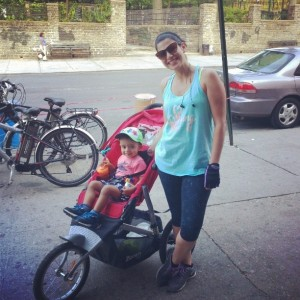 Sporty mom with the stroller_summer